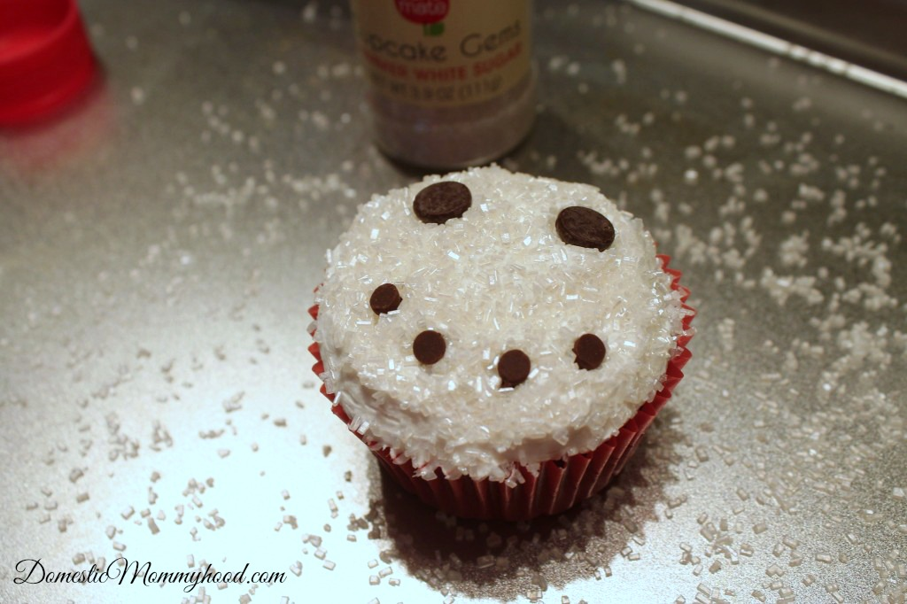 sparkling-snowman-cupcakes